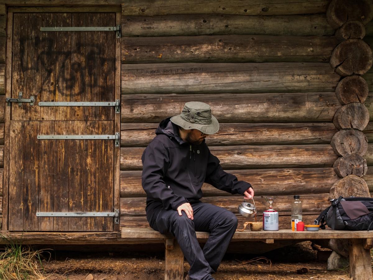friluftsliv udeliv udendørs kaffe over gasbrænder